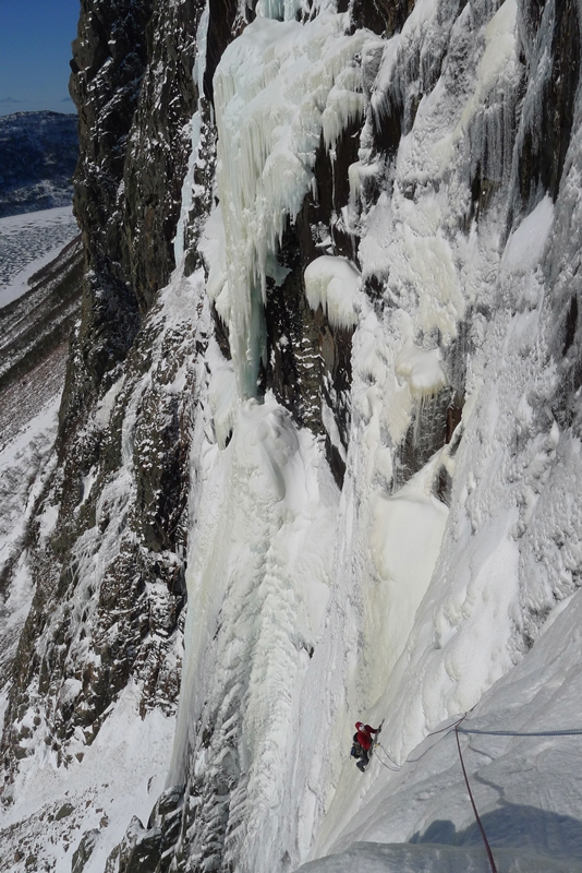 Alden Pellett traversing across the face of Stratochief