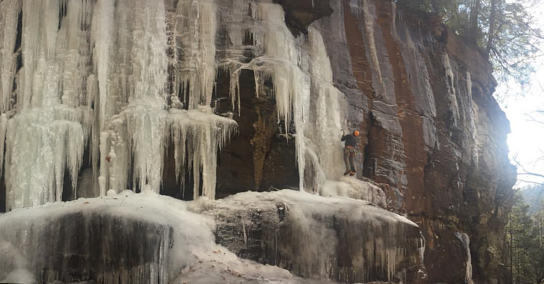 Warm temps and soft ice in the Catskills right now! A fair bit of water running but plenty to climb right now in Devil's Kitchen. #alpinelogic #catskills #iceclimbing @arcteryx @sterlingrope @petzl_official @julbousa - Silas Rossi